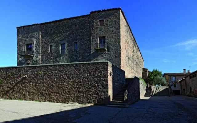 Le château de Santa Pau