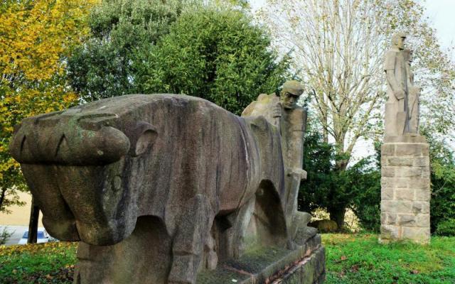 La Vall d'en Bas sculptures