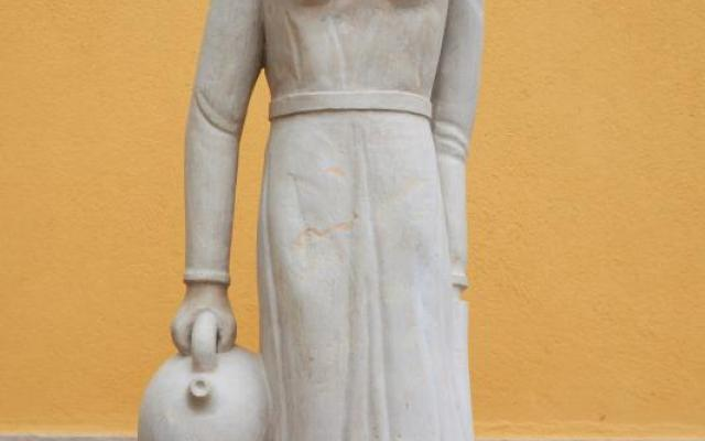 La Noia del càntir (The girl with the càntir, a porous clay container)