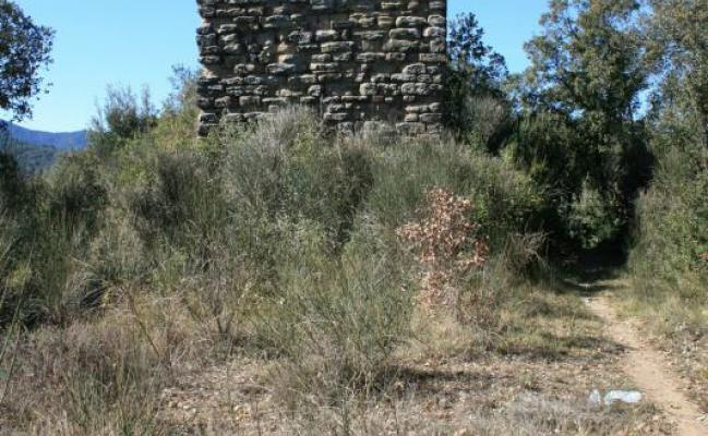 Castillo de Montpalau y ermita de santa Magdalena