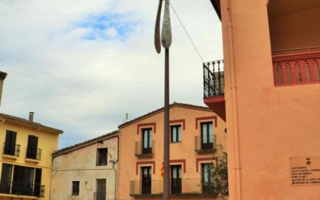 Spoon-shaped streetlights