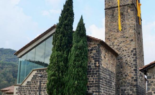 Iglesia de Sant Salvador de Castellfollit de la Roca (iglesia vieja)